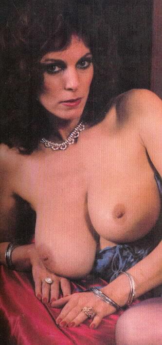 naughty america фото голой девушке