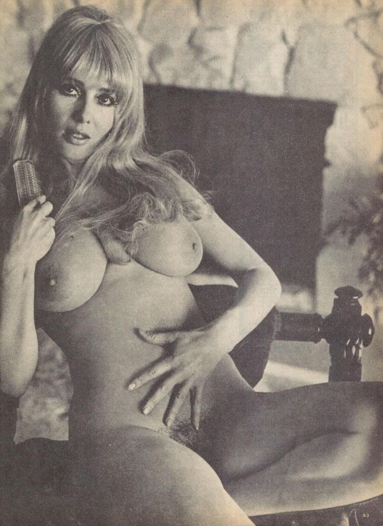 Naked hustler women